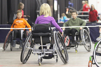 SOLIAlta saat paralympialajien pelituoleja kokeiltavaksi.